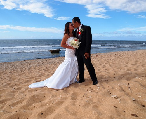 Maui family photography & weddings - beach wedding ceremony portraits
