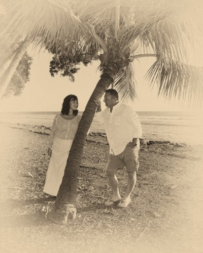 couple by a plam tree