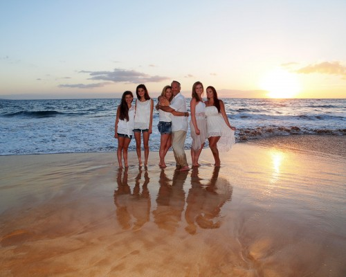 Maui Beach Portrait & Wedding Photography - Frequently Asked Questions - Family photograph at Wailea Beach, Maui, Hawaii