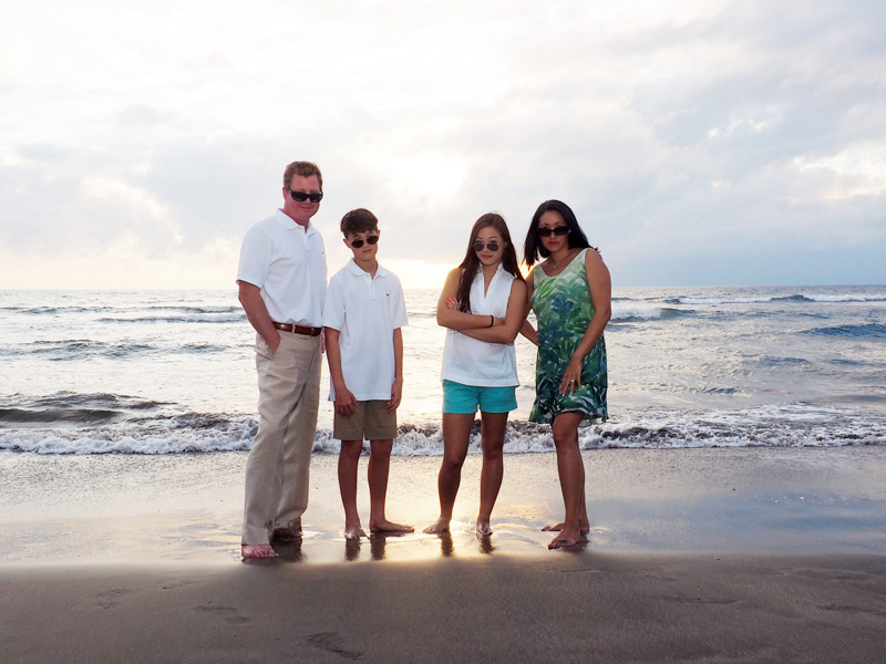 family portraits on a maui beach
