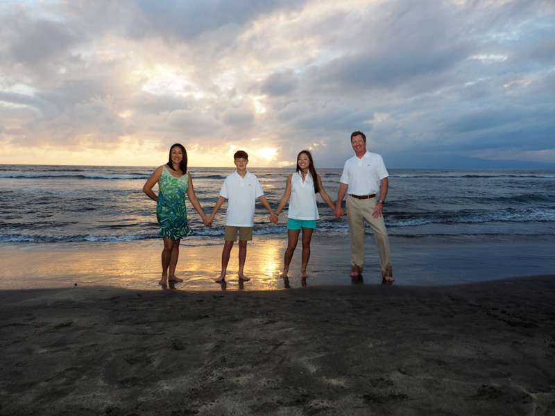 maui family portrait at sunset